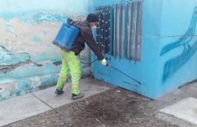 ضدعفونی اماکن و امکانات عمومی شهری برای پیشگیری از ابتلا به ویروس کرونا از سوی شهرداری ایلخچی آغاز شد