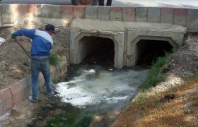 📣📣اجرای عملیات آهک پاشی جوب ها و کانالهای هدایت آبهای سطحی در ایلخچی